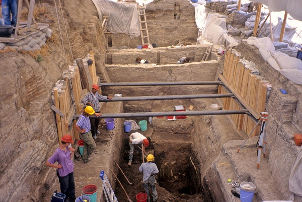 digging the foundation for underpinning