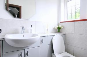 bathroom fitters Weybridge